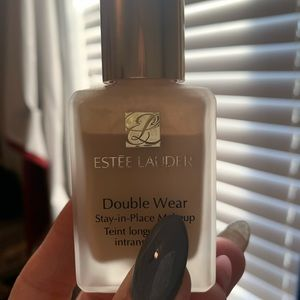 Estee Lauder double wear foundation Bone 1W1